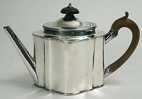 Georgian Robert Hennell sterling silver teapot, 1784